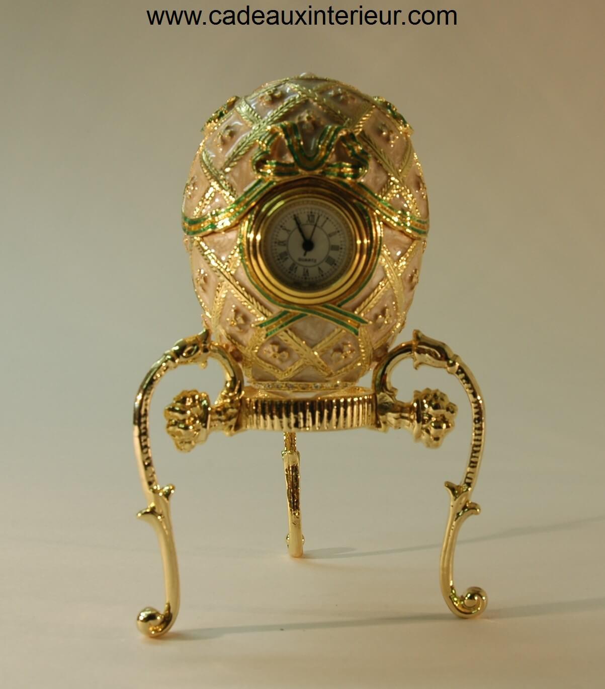 oeuf faberg l 39 uf du tsar avec son horloge cadeaux et int rieur. Black Bedroom Furniture Sets. Home Design Ideas